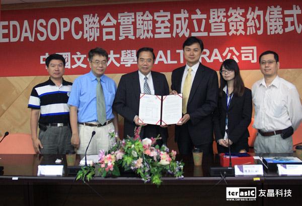 Altera 台灣區總經理 – 陳英仁先生,與中國文化大學校長 – 吳萬益博士完成簽約儀式