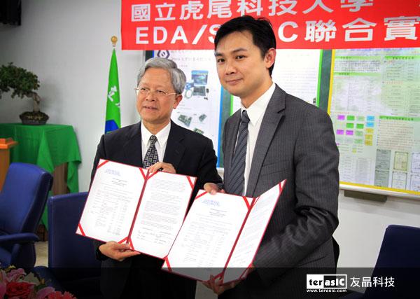 Altera 台灣區總經理 – 陳英仁先生,與國立虎尾科技大學校長 – 林振德博士完成簽約儀式